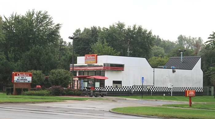 800px-Checkers_Drive-in_Restaurant_Taylor_Michigan.JPG